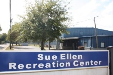 Image of Sue Ellen Recreation Center sign in front of building
